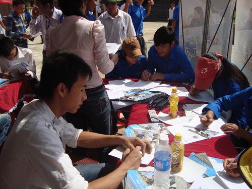 Thanh niên Thanh Hóa háo hức ngày hội việc làm 2011