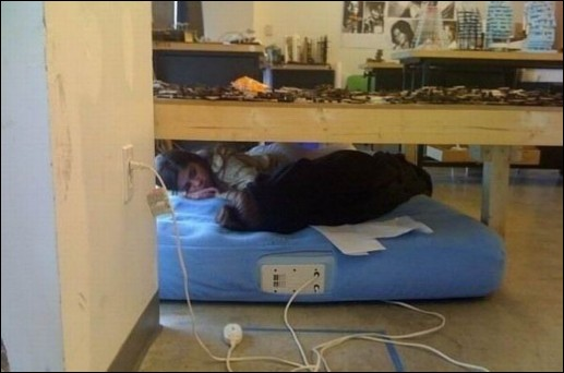Những bức ảnh hài hước về ngủ nơi công sở