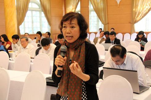 Luật sư Nguyễn Thị Hằng Nga phát biểu tại buổi hội thảo. Ảnh: Thái Thịnh.